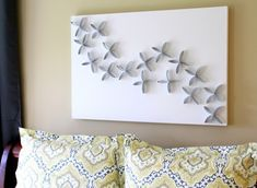 Have some extra toilet paper rolls? Recycle toilet paper rolls into wall art. All you need for this project: recycled toilet or paper towel rolls, scissors, glue, a canvas, paint and a little imagination. Toilet Paper Roll Art, Paper Wall Art, Diy Wall Art, 3d Wall, Toilet Art, Diy Wand, Mur Diy, Paper Towel Rolls, Paper Towels