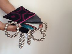 Bangle clutch modern  geometric pattern #clutches #OOAK https://www.etsy.com/it/listing/212609198/pochette-da-polso-in-velluto-di-cotone