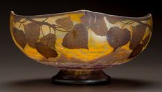 DAUM MOTTLED OVERLAY GLASS FOLIAGE FOOTED BOWL Circa 1900. Cameo Daum, Nancy with the cross of Lorraine