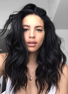 Shoulder length black wavy hairstyle for women