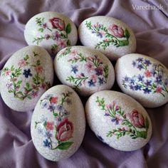 I adore handmade Egg Crafts, Easter Crafts, Easter Tree, Easter Eggs, Easter Show, Egg Shell Art, Easter Egg Designs, Egg Art, Egg Decorating