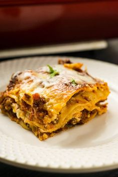 The best lasagna for people who don't like ricotta cheese! Tomato sauce from scratch, Italian sauasge, and four cheese make up this amazing recipe. Lasagna Recipe Without Ricotta, Best Lasagna Recipe, Sausage Lasagna, Baked Lasagna, Great Recipes, Dinner Recipes, Budget Recipes, Fall Recipes, Beef Recipes