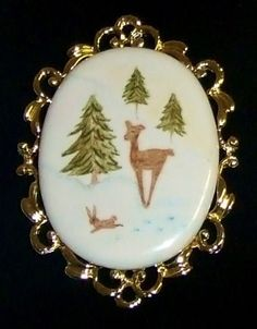 1441~Vintage Gold Tone Hand Painted Ceramic Winter Holiday Deer Scene Brooch**