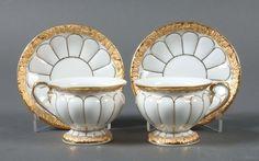 """2 Mokkatassen mit Unteren """"X-Form"""" Meißen, nach 1934, Porzellan, Goldbronze, unterglasurblaue Schwe — Porzellan"""