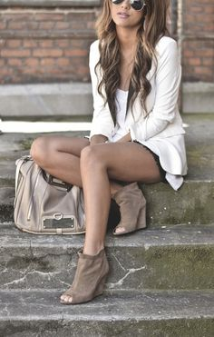 ♛ Love. Beige bag and heels, with white
