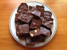 Piros mogyorós csokoládé házilag! Nekem régen ez volt a kedvencem! Mousse, Clean Eating, Healthy Eating, Winter Food, My Recipes, Drink Recipes, Nutella, Fudge, Gastronomia