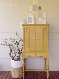 25 Beautiful Yellow Furniture Makeovers by 25 Talented Furniture Artists! Yellow Painted Furniture, Chalk Paint Furniture, Accent Furniture, Refurbished Furniture, Repurposed Furniture, Furniture Makeover, Chair Makeover, Furniture Making, Diy Furniture