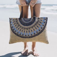 Jute Majorelle Bag with Leather Handle - The Beach People The Beach People, Ethno Style, Diy Sac, Boho Bags, Craft Bags, Jute Bags, Fabric Bags, Summer Bags, Handmade Bags