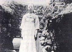 Breast-exposing Hanbok(breast-exposing jeogori), Traditional Korean Clothing for Women Asian History, Modern History, Korean People, Korean Women, Korean Traditional, Traditional Dresses, Tribal Dress, Wedding Costumes, Korean Outfits