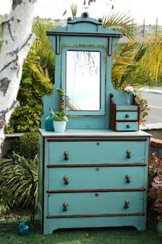 Painted with Annie Sloan Chalk Paint in Aubusson Blue + Old White, finished with Dark Wax (by Mak)
