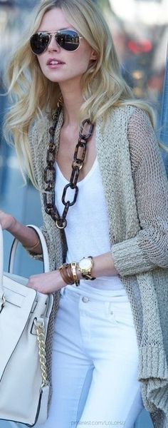 Casural street fall outfit. Big chain necklace. All white. Long cover. Skinnies.