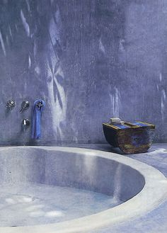 Outdoor concrete bath with filtered light - stunning  #outdoor#bath#bathroom