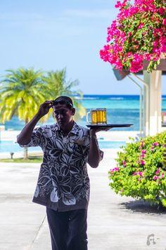 Aqua-Resort-waiter-pool-V