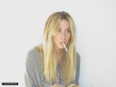 Gillian Zinser's hair