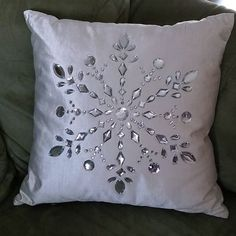 Kristin @ Sweet Home Indiana ( Christmas Sewing, Christmas Pillow, Christmas Crafts, Christmas Decorations, Homemade Cushion Covers, Snowflake Pillow, Winter Home Decor, Baby Jesus, Christmas Inspiration