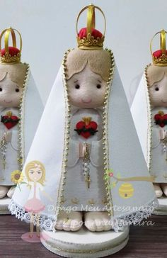Nossa senhora de Fátima Felt Crafts, Diy Crafts, Raggedy Ann, Felt Toys, Kirchen, Paper Dolls, Catholic, Alice, Santa