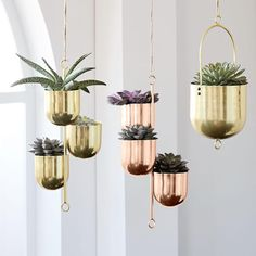 Monday crush: these hanging metal planters🌿✨ these sleek metal pots are a stylish way to add some greenery into your home. What do you think of these pots?