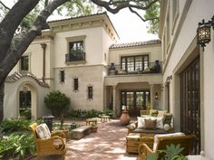 Single story spanish style courtyard house exterior and interior design spanish patio and courtyard ideas for luxury spanish house courtyard home hacienda room mediterranean house Spanish Homes For Your. Design Exterior, Patio Design, Exterior Homes, Courtyard Design, Exterior Paint, Italian Homes Exterior, Courtyard Ideas, Courtyard Gardens, Terrace Garden