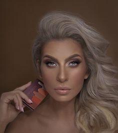 Paleta Nude Flavours nu trebuie sa lipseasca din trusa ta de make-up! Este perfecta pentru toate tonurile de piele, iar datorita texturii fine si pigmentate, se obtine o aplicare uniforma pe pleoape. Contine sase culori mate in nuante de bej, aramiu si maro Makeup Kit, Makeup Hacks, Fox Eyes, Pigmentation, Colorful Eye Makeup, Shades Of Beige, Nudes, Natural Makeup, Makeup Yourself