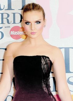 perrie edwards, love her make up These Girls, Cute Girls, Little Mix Updates, Perrie Edwards Style, Jesy Nelson, Opera Singers, Girl Bands, Celebs, Celebrities