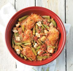 Οι καλοκαιρινές θρεπτικές μπάμιες μπορεί να μην είναι σε όλους συμπαθείς όμως όταν μαγειρευτούν σωστά κάνουν υπέροχα φαγητά κατσαρόλας αλλά και φούρνου όπως η συνταγή που σάς προτείνουμε.