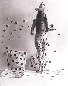 yayoi kusama: self-obliteration by dots (1968)