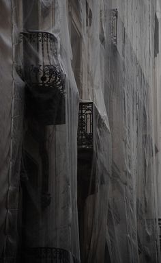 Eerie | Creepy | Surreal | Uncanny | Strange | 不気味 | Mystérieux | Strano | Veiled city.