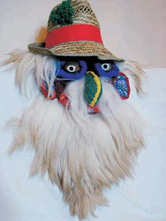 romanian traditional mask Baby Tattoos, Masks Art, Pagan, Art Lessons, Religion, Culture, Costumes, Traditional, Bird