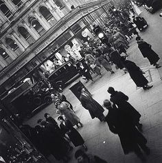 Oxford Street, London [1935 Edith Tudor-Hart].