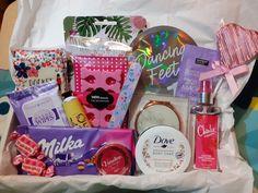 Beauty Hamper Ideas, Friend Gifts, Gifts For Friends, Birthday Design, Girl Birthday, Gomi Gomi, Birthday Hampers, Pamper Hamper, Stylish Backpacks