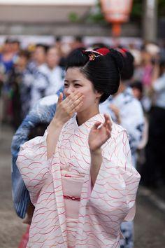 Maiko Umechiho at Kamishichiken Obon Festival(SOURCE)