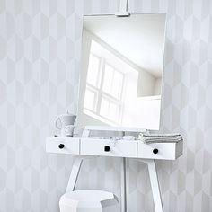 Art easel vanity table. LOVE!