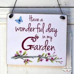 shabbyflair Einladendes Gartenschild mit schönem Spruch: Have a wonderful day in my garden mit liebevoll gestalteten Details mit frühlingshaftem Kir