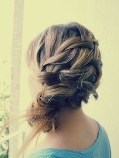 bridesmaid hairstyle minus pieces sticking out at bottom