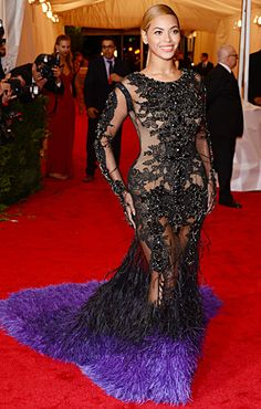Beyonce in Givenchy at the Met Gala I'd never wear it but it totally suits her and she looks great. Estilo Beyonce, Beyonce Style, Gala Dresses, Red Carpet Dresses, Evening Dresses, Summer Gowns, Celebrity Dresses, Celebrity Style, Vestidos Oscar