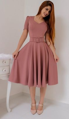 Forever in Style - Beauty and Fashion through the centuries Ladies Day Dresses, Dresses For Tweens, Girls Dresses, 1940s Fashion Dresses, African Fashion Dresses, Fashion Outfits, Fashion Casual, Elegant Dresses, Cute Dresses