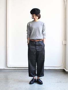 Black wide legged trousers and a grey sweater. Mature Fashion, Quirky Fashion, Minimal Fashion, Mode Outfits, Fashion Outfits, Womens Fashion, Girl Fashion Style, Gamine Style, Quoi Porter