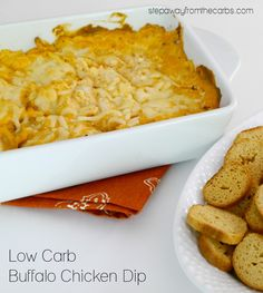 Low Carb Buffalo Chicken Dip - served with low carb chips. With video tutorial! Low Carb Lunch, Low Carb Breakfast, Low Carb Keto, Breakfast Ideas, Breakfast Recipes, Low Carb Appetizers, Low Carb Desserts, Appetizer Recipes, Appetizer Ideas