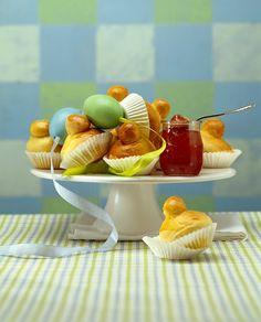 Österliches Briochegebäck mit Marmelade | Zeit: 2 Std. | http://eatsmarter.de/rezepte/oesterliches-briochegebaeck-mit-marmelade