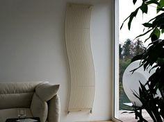 radiateur de chauffage central dan s le salon moderne HOLA par Tubes Radiatori