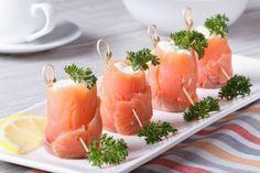 Lachsröllchen mit Frischkäsefüllung sind auch als Fingerfood bestens geeignet.