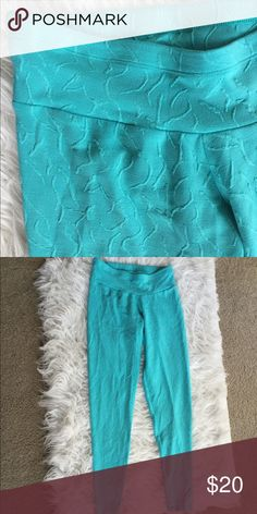 🆕 turquoise textured workout pants So cute! No size tag but they're an XS. Love the raised texture! 👺NO TRADES DONT ASK! ✌🏼️Transactions through posh only!  😻 friendly home 💃🏼 if you ask a question about an item, please be ready to purchase (serious buyers only) ❤️Color may vary in person!-inc. blue!  💗⭐️Bundles of 5+ LISTINGS are 5️⃣0️⃣% off! ⭐️buyer pays extra shipping if likely to be over 5 lbs 🙋thanks for looking! Pants Leggings