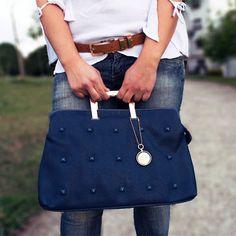 Essa Bolsa é super versátil. Ela pode ser utilizada para compor o seu Look festa/social ou o seu Look casual !!! #ficadica #lookbook  Garanta a sua aqui na Charme: