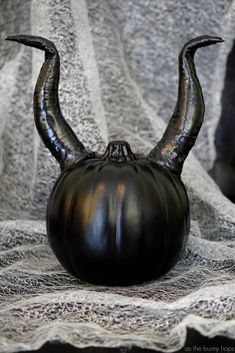 painted pumpkins 100 No Carve Pumpkin Decorating Ideas. The best pumpkin painting ideas for Halloween and fall no carving required! Easy no carve pumpkins Maleficent Halloween, Fairy Halloween Costumes, Disney Halloween, Halloween Crafts, Maleficent Party, Halloween Party, Halloween Painting, Halloween Goodies, Halloween Celebration