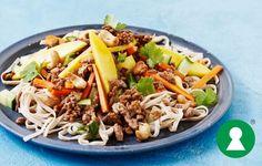 Thaisalat med krydret kød og mango