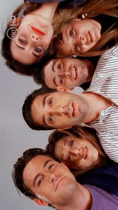 Chandler, Rachel, Ross, Joey, Monica, and Phoebe. Friends Talking to little Ben after he was born (: F.R.I.E.N.D.S