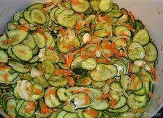 Sałatka szwedzka z ogórków na zimę - przepis ze Smaker.pl Preserves, Pickles, Healthy Life, Zucchini, Good Food, Food And Drink, Cooking Recipes, Vegetables, Canning