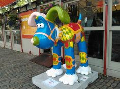 Carosello - Carousel version of Gromit, the dog character in the Wallace and Gromit films - one of 81 Gromits auctioned for charity Oct 2013. Decorated by Giuliano Carapia