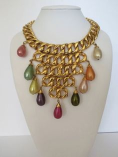 **VERY RARE**VINTAGE CHANEL 2CC6 HEAVY GOLD LINK BIB COLORED PEARL NECKLACE