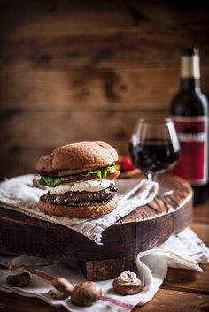 Burger mit Ziegenfrischkäse | Zeit: 25 Min. | http://eatsmarter.de/rezepte/burger-mit-ziegenfrischkaese
